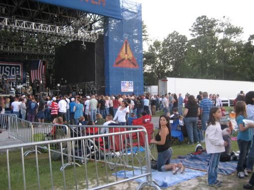 USO concert
